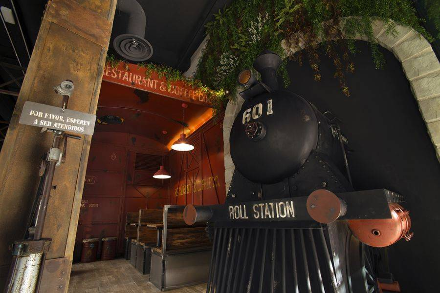 ROLL-STATION. RESTAURANT & COFFEE Co. Un divertido viaje en tren