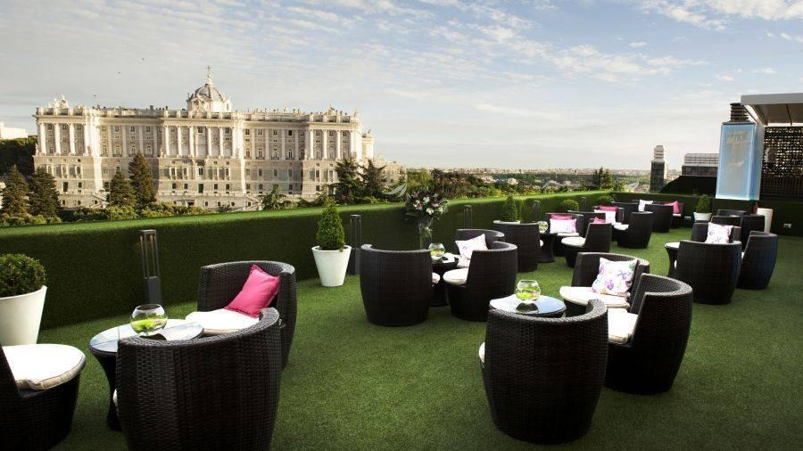 HOTEL JARDINES DE SABATINI. Una terraza con grandes vistas