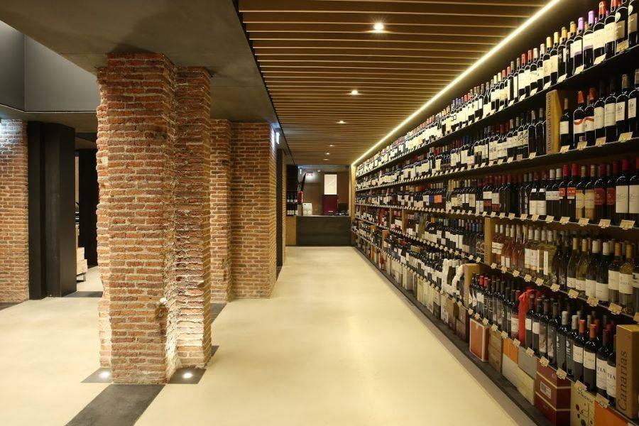 EL ALMACÉN EN COPA DE BALÓN. El paraíso del vino y de los destilados