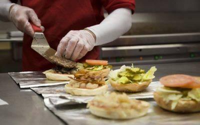 FIVE GUYS. La hamburguesería favorita de Obama abre en la madrileña calle Toledo
