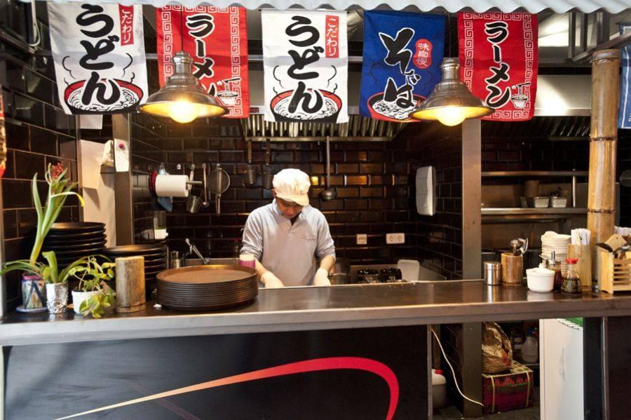 CORTEZO YATAI MARKET. Un mercado de comida asiática auténtico y colorista