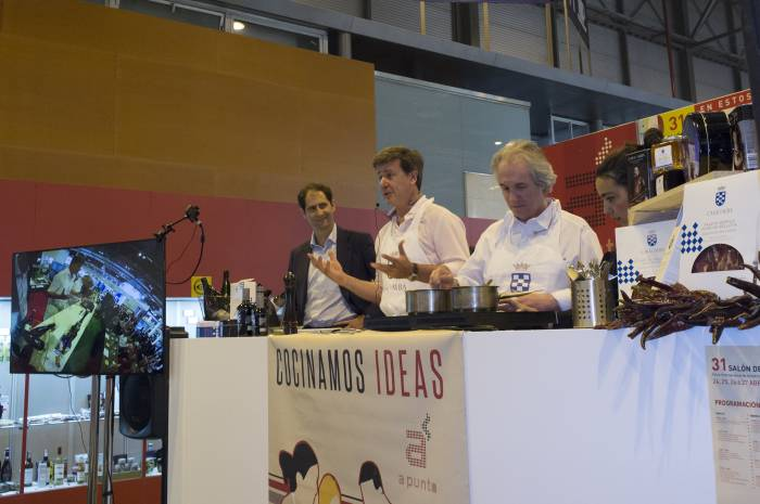 CASA DE ALBA. Carlos Oyarbide y Cayetano Martínez de Irujo encandilan cocinando juntos