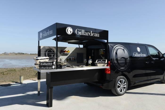 PEUGEOT. Elegante foodtruck diseñado para un bar de ostras Gillardeau