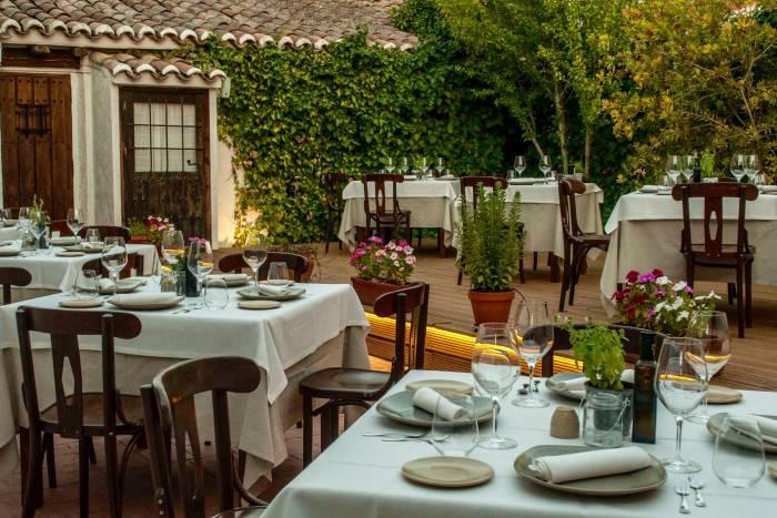 CASA ELENA. Una brillante gastronomía para disfrutar al aire libre