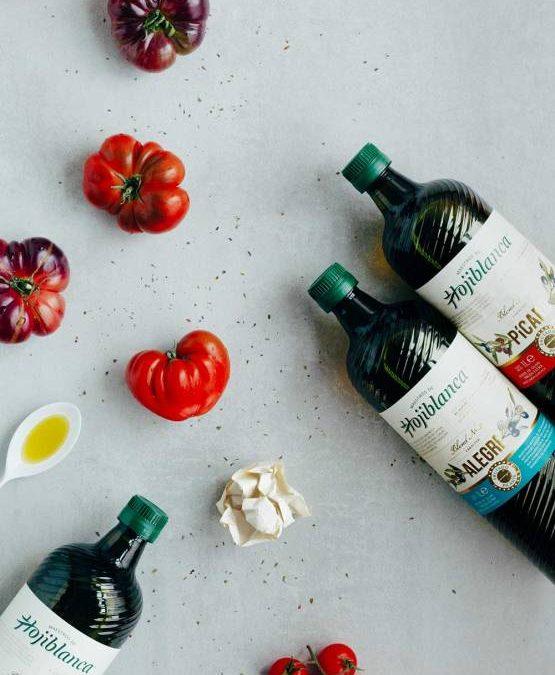 MAESTROS DE HOJIBLANCA. Un viaje poético mirando al tomate