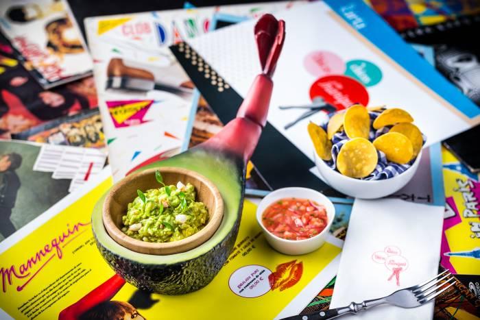 LAS CHICAS, LOS CHICOS Y LOS MANIQUÍS. Alta gastronomía divertida y ochentera