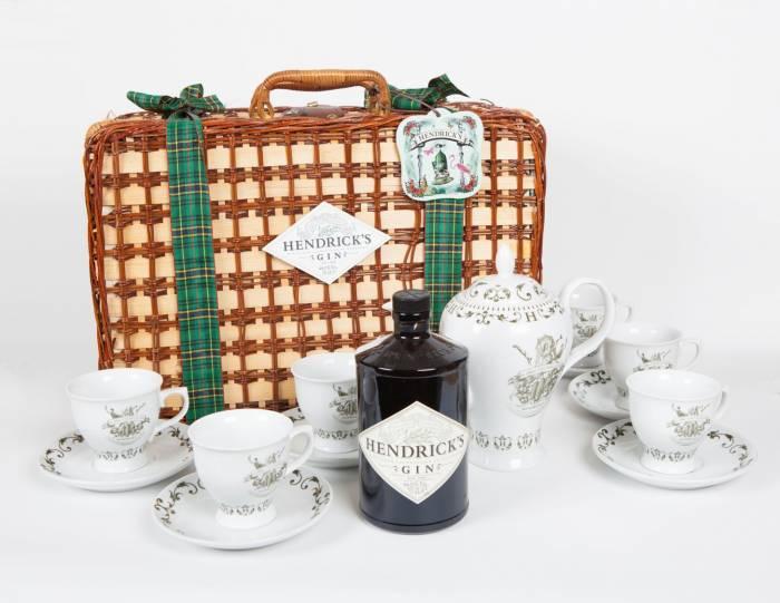HENDRICK'S GIN. Deliciosa cesta de picnic para celebrar la Navidad