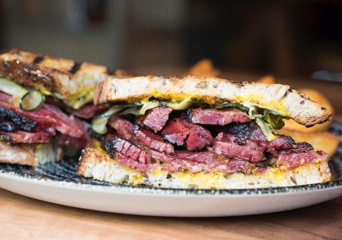 NEW YORK BURGER. Creando tendencia con el nuevo sándwich de pastrami