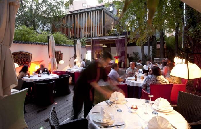 EL BUND. Preciosa terraza de verano con aires orientales