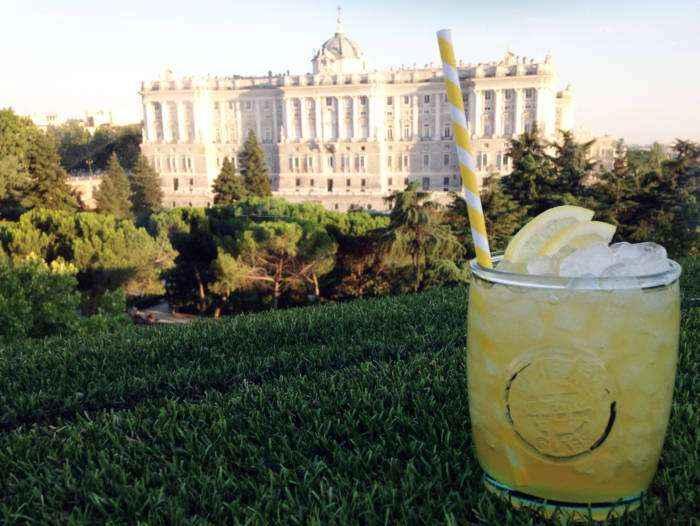 APARTO-SUITES JARDINES DE SABATINI. Coctelería con las mejores vistas de Madrid
