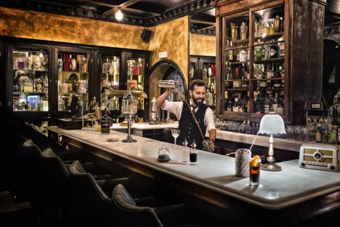 VIVA MADRID. Una taberna vibrante, coctelera y castiza