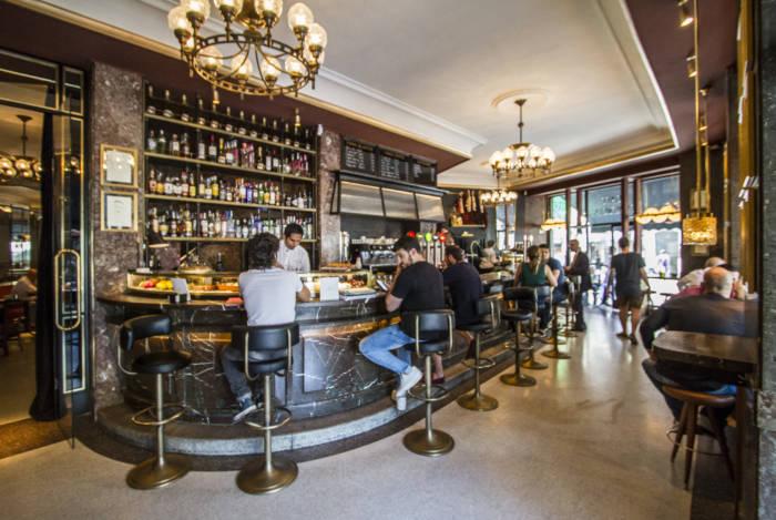CAFÉ COMERCIAL. La barra más vital y bohemia de Madrid