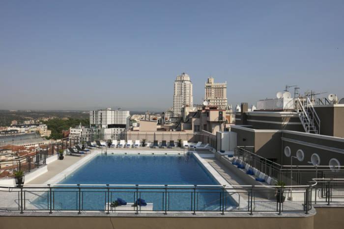 HOTEL EMPERADOR. El Beach Club más chic de Madrid