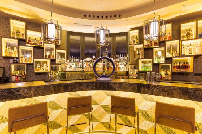 HOTEL EMPERADOR. Los mejores cócteles para saborear el final del verano